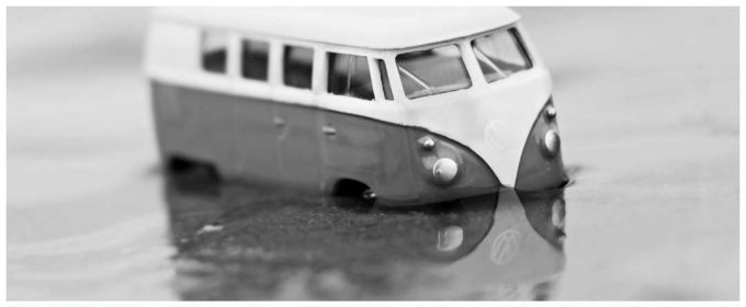 vehicle-sinks-after-car-accident-1